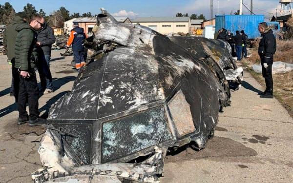撃墜されたウクライナ国際航空の旅客機の一部=ウクライナ大統領報道室提供・ロイター