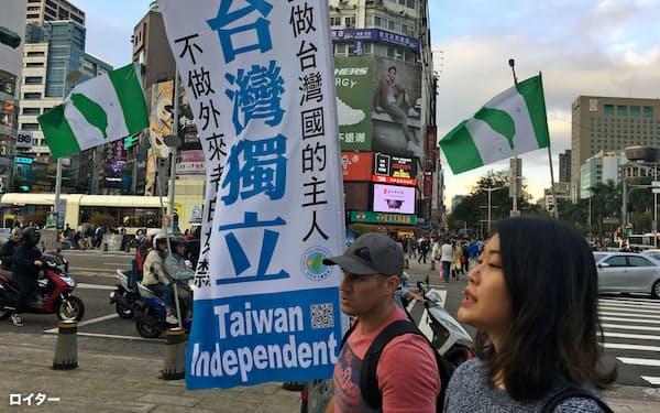 対中強硬派には台湾独立論もくすぶる(2019年12月、台北)=ロイター