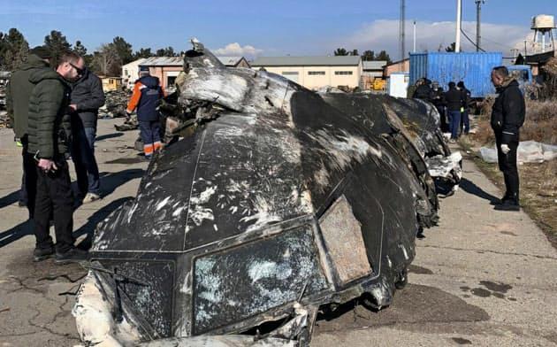 撃墜されたウクライナ国際航空の旅客機の一部=ウクライナ大統領府提供・AP