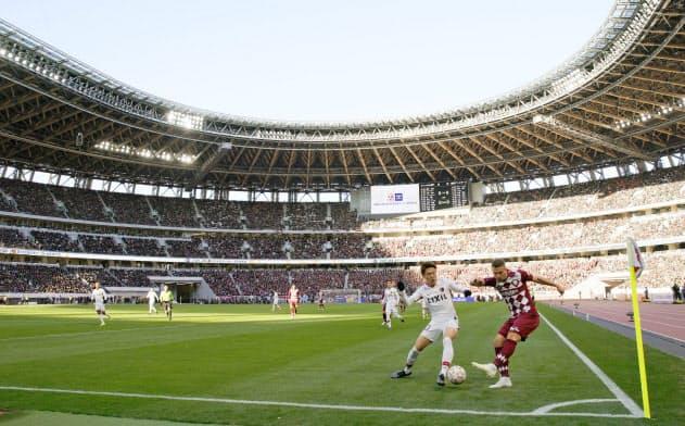 天皇杯決勝が行われた国立競技場。「あらゆる面で進化を感じた」と山本氏=共同