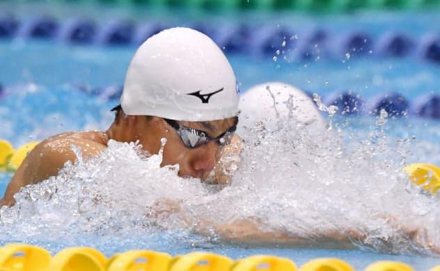 男子50メートル平泳ぎで優勝した山口尚秀