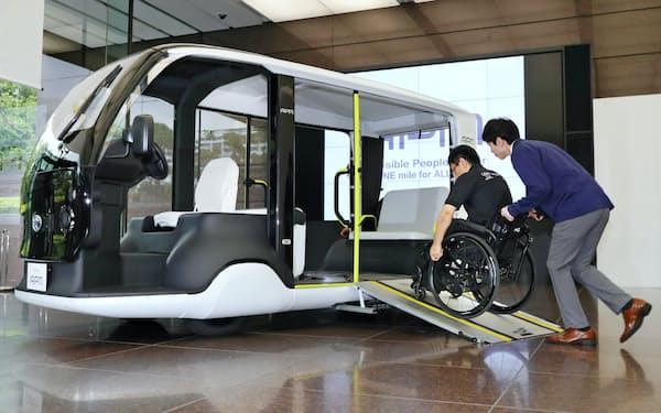 トヨタ自動車が東京五輪・パラ向けに提供する電気自動車の「APM」