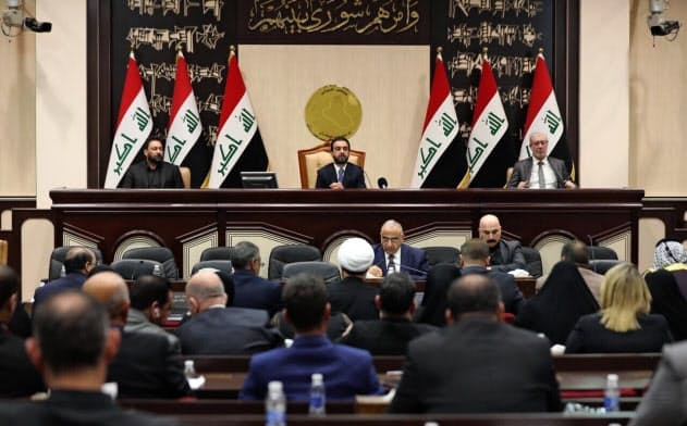 イラク議会はトランプ氏が望んでいた米軍の撤退を要求したが、米国のメンツが潰されたことでトランプ氏は米軍を駐留せざるを得なくなってしまった=写真はともにAP