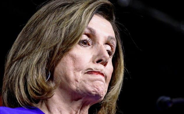 米民主党のペロシ下院議長は苦しい党運営を迫られている=ロイター