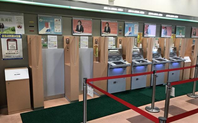 ATMを2台撤去した山口銀行湯田支店のATMコーナー