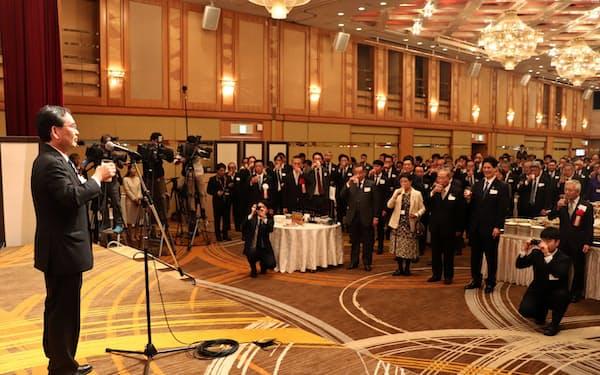 四国新年交流会に企業トップなど約470人が参加した(高松市)