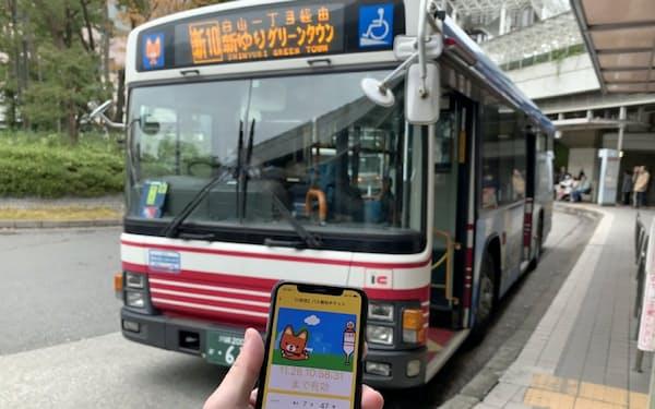 一定額以上の購入と引き換えにバスの無料乗車券を提供(川崎市の新百合ケ丘駅前)