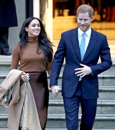 英王室のヘンリー王子(右)と妻メーガン妃(7日、ロンドン)=ゲッティ共同