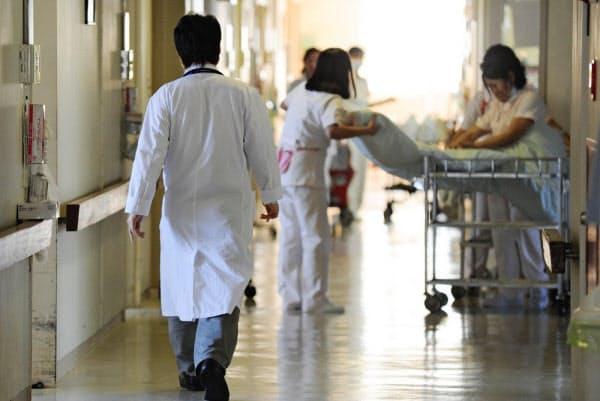 看護師の派遣の時給が、3月は前月より2割近く上昇した