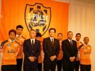 清水エスパルスは2020年シーズンに向け、社長、監督、ゼネラルマネジャーを交代した(中央が山室晋也社長)