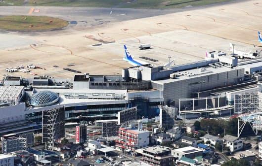 福岡空港の国内線でも施設利用料を徴収する