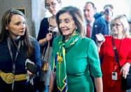 米民主党のペロシ下院議長は上院の弾劾裁判で新たな証人を招致すべきだと主張している(14日、ワシントン)=ロイター