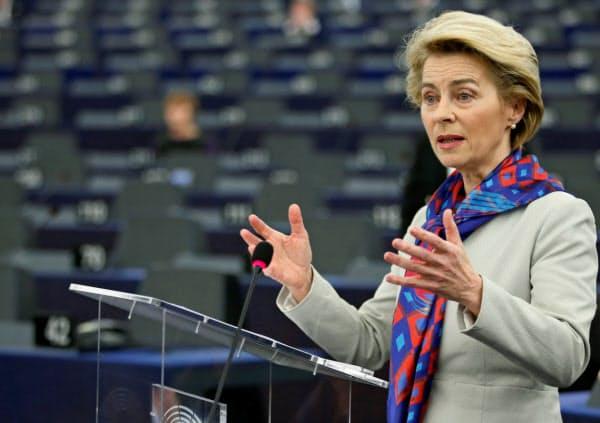 14日、仏ストラスブールの欧州議会で話すフォンデアライエン欧州委員長=ロイター