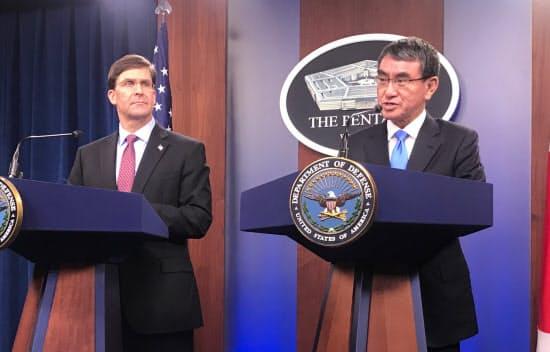 河野防衛相とエスパー米国防長官は中東情勢などについて協議した(14日、米国防総省)