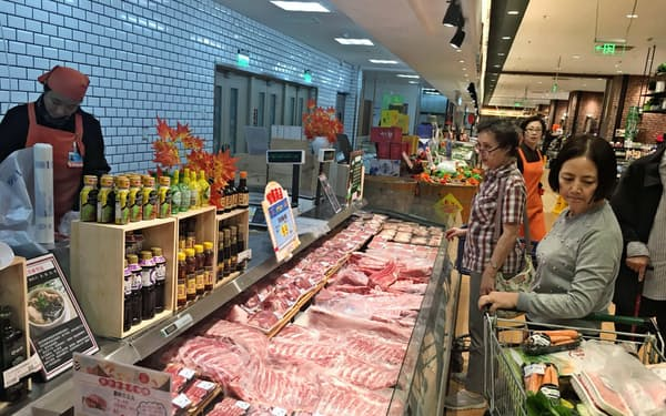 中国の食卓には豚肉が欠かせない(北京市内のスーパー)