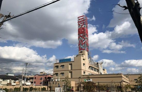 三ツ星ベルトの工場屋上の広告塔は阪神大震災でボランティアらの道しるべとなった(神戸市長田区)