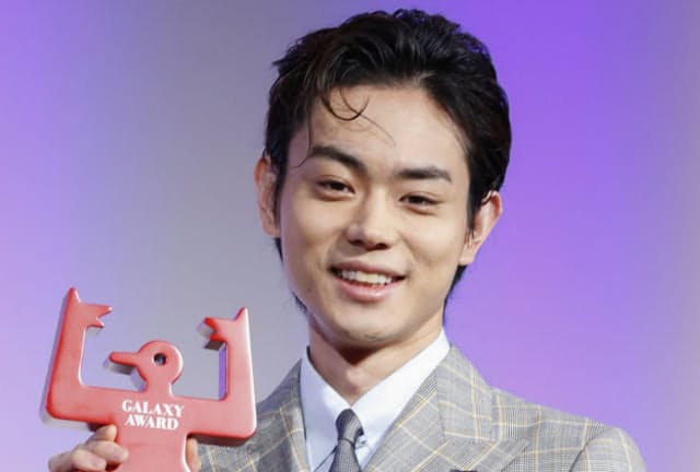 第56回ギャラクシー賞で、テレビ部門の個人賞に選ばれた菅田将暉さん(2019年5月、東京都渋谷区)=共同