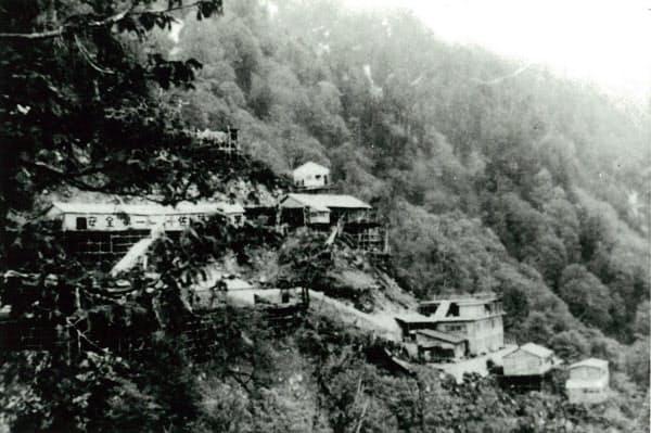 黒四ダム工事現場の作業員宿舎に使われたパイプハウス(富山県黒部市)