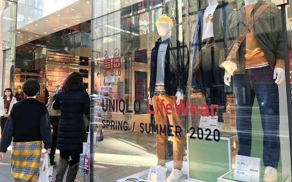 ファーストリテイリングは暖冬に伴う冬物不振で業績を修正した(東京都内のユニクロの店舗)