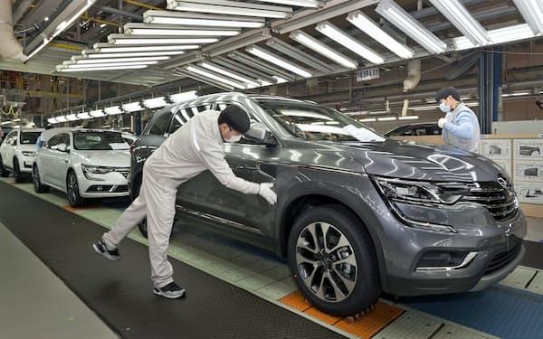 韓国自動車業界は、部品産業の維持に必要とされる「生産400万台」を割った(ルノーサムスン釜山工場)
