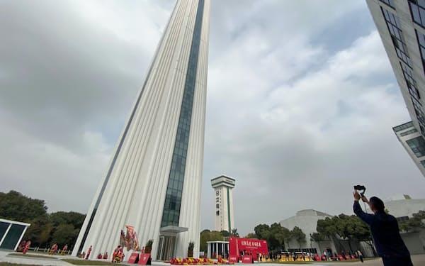 日立製作所は中国・広州に世界最高クラスのエレベーター試験塔を完成した(16日)