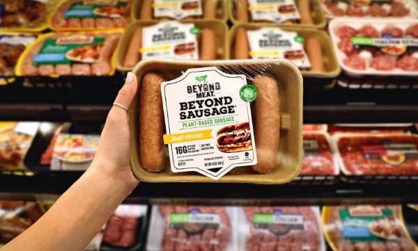 ビヨンド・ミートは2016年に生鮮食品店「ホールフーズ・マーケット」での販売を始め、知名度を高めた
