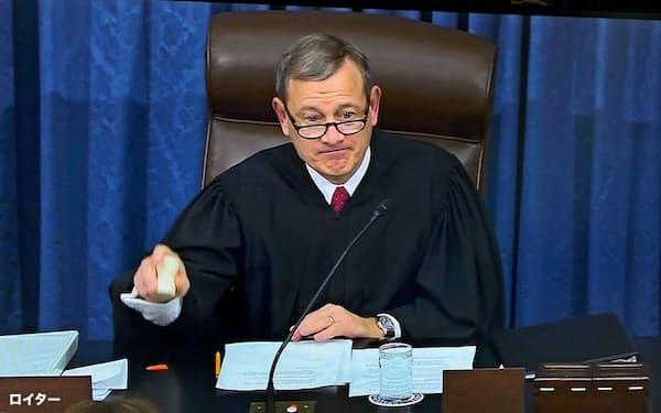 16日、ロバーツ米連邦最高裁判所長官は弾劾裁判長に就任した(ワシントン)=ロイター