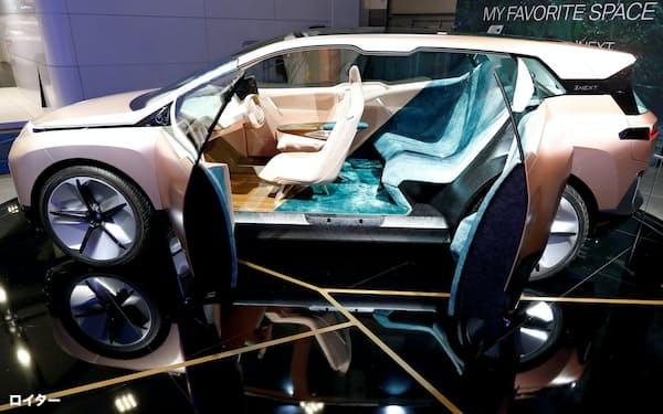 2020年1月、ブリュッセルモーターショーでBMWが展示した自動運転のコンセプトカー、Vision iNEXT=ロイター