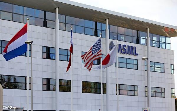 1980年代、ASMIが合弁で設立、世界大手の半導体製造装置メーカーとして成長したASML=ロイター