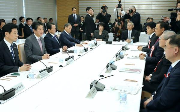 首相官邸で開かれた経済財政諮問会議(17日午前)