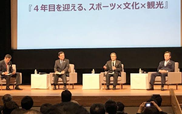 トークセッションではインバウンド誘致の重要さや展望などで意見交換した(金沢市文化ホール)