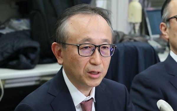 記者会見する三菱UFJフィナンシャル・グループの次期社長兼CEOの亀沢副社長(17日、日銀本店)
