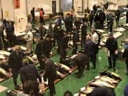 豊洲市場の鮮魚などがマルシェで販売される(東京都江東区)