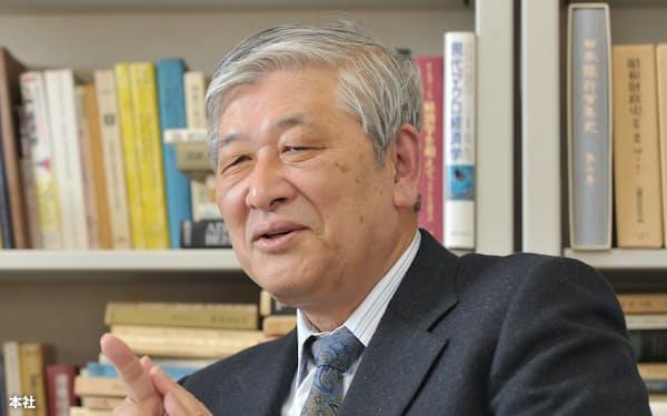 野口悠紀雄氏。1940年生まれ。東大工学部卒、米エール大学経済博士号取得。一橋大教授などを経て2005年から早稲田大学大学院ファイナンス研究科教授。