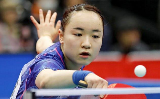 女子シングルスで準決勝進出を決めた伊藤美誠(18日、丸善インテックアリーナ大阪)=共同