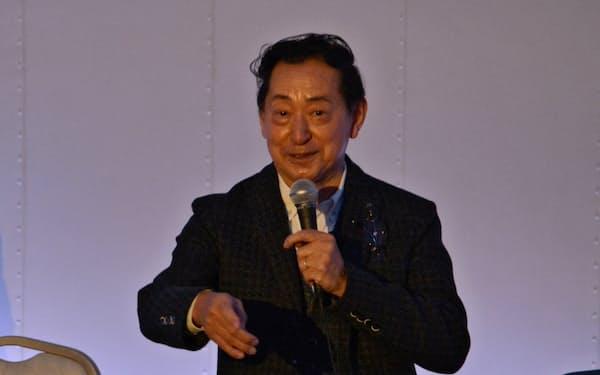 講演する毛利氏(18日、大阪市北区)