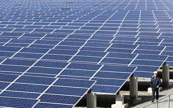 VPPは点在する太陽光や風力の施設を束ね、1つの発電所のように運営する(福岡県の太陽光発電所)