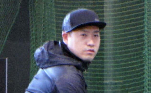 米大リーグ、パドレス傘下のマイナーから楽天に加入し、練習を公開した牧田(19日、楽天生命パーク宮城)=共同