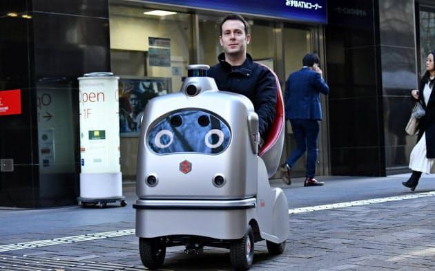 自動運転モビリティなどを活用したMaaSの実証実験(20日、東京都千代田区)