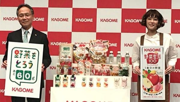 カゴメの野菜事業の説明会には山口聡社長(左)や上野樹里さん(右)が出席した(東京都中央区)