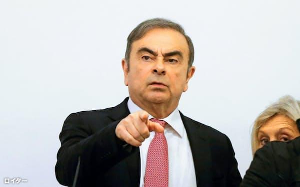 ベイルートで記者会見した日産自動車元会長のカルロス・ゴーン被告(8日)=ロイター