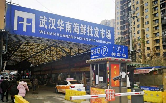 肺炎の患者が多く出た中国湖北省武漢市内の海鮮市場(2019年12月31日)=共同