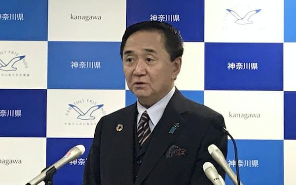 黒岩知事は「意欲・能力を生かして活躍してもらう」と述べた(21日、県庁)