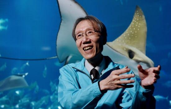 にしだ・きよのり 1958年大阪市生まれ。北海道大大学院水産学研究科博士課程修了。エイ類の系統分類研究の第一人者。海遊館建設計画から携わり、沖縄から大阪までのジンベエザメ長距離輸送を成功させた。2007年から同館館長。