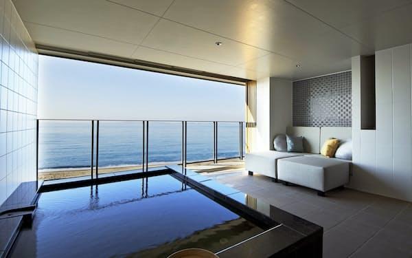 すべての客室から海を眺めることができる