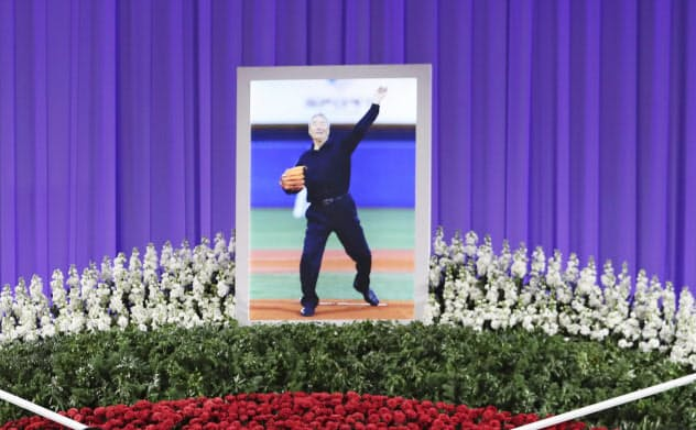 金田正一さんのお別れの会で、遺影が飾られた祭壇(21日午前、東京都内のホテル)=共同