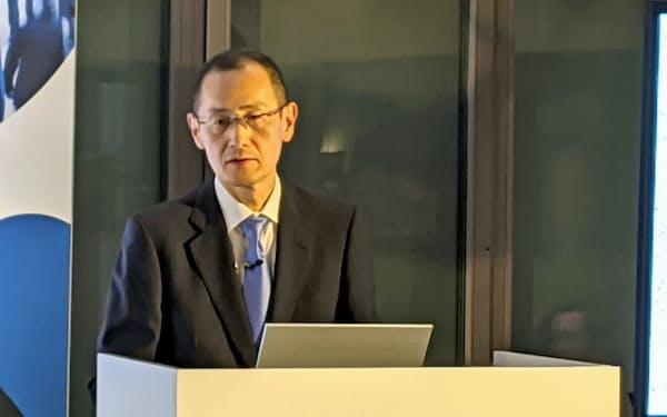 講演する京都大学iPS細胞研究所の山中伸弥所長(21日、ダボス)