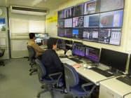 地下鉄などを掘り進めるシールド工事設備の稼働状況を監視する鹿島の中央管理室