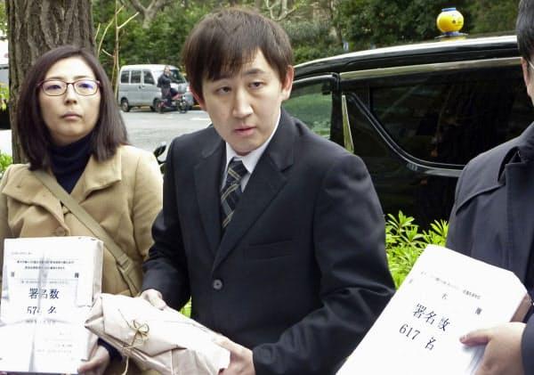 取材に応じる「楽天ユニオン」の代表(右)ら(22日午前、東京都千代田区)=共同