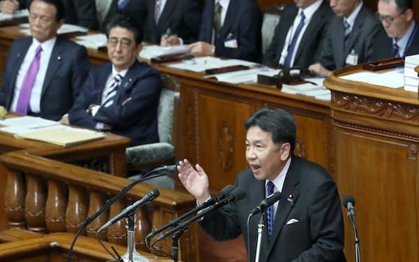 衆院本会議で質問する立憲民主党の枝野代表(22日)